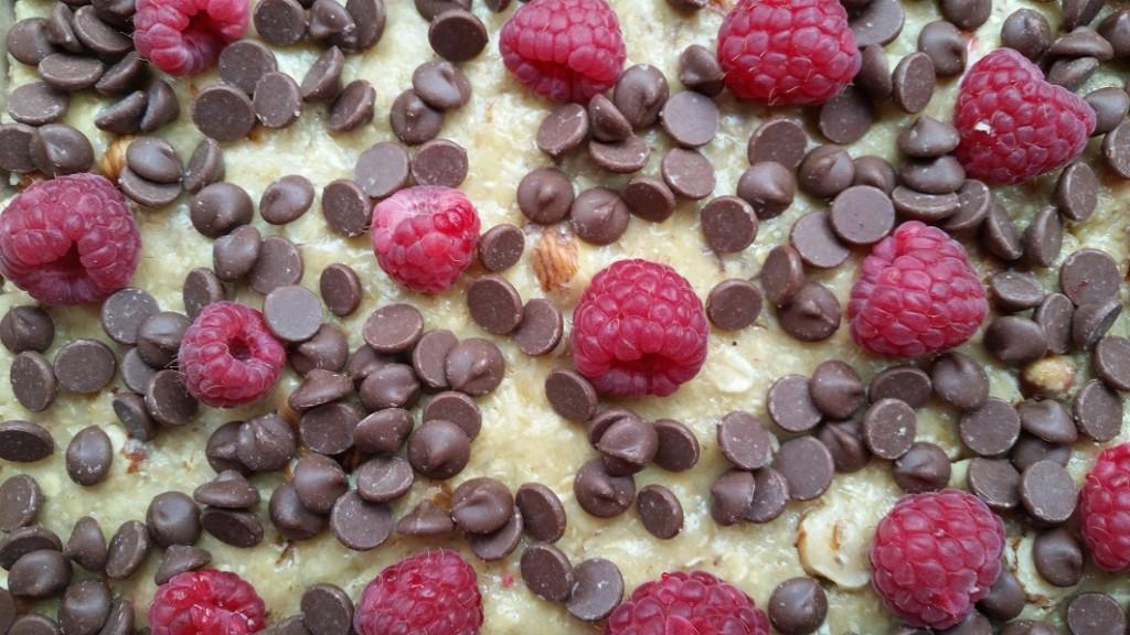 Uncooked raspberry flapjacks
