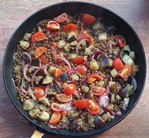 Warm aubergine and lentil salad preparation