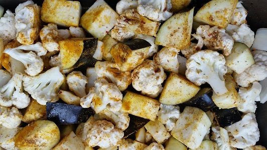 Aubergine, cauliflower and onion, ready to roast